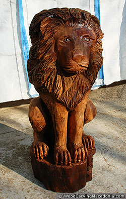 Wooden lion sculpture made through chainsaw wood carving